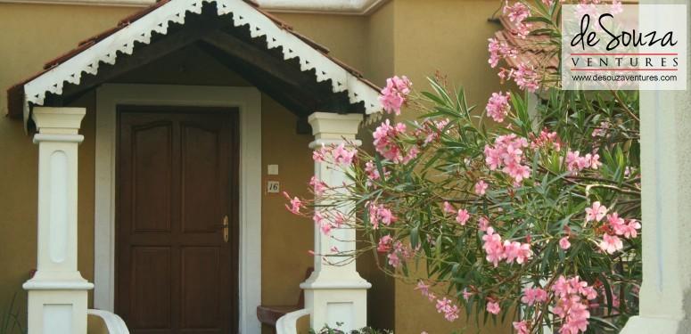 Balcony/ Entrance